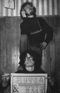 Jaroslav Hutka sVladimírem Veitem, linoryt plakátu na Francouzské- Time Club, 1967