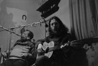 SEgonem Bondym, 1977