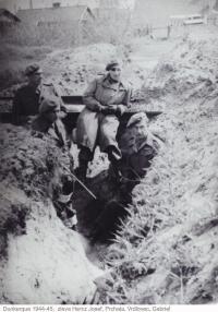 Dunkerque 1944-45 (zleva Josef Hercz, Prchala, Vrdlovec, Gabriel)