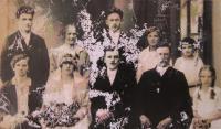 Fotografie pořízená při svatbě rodičů