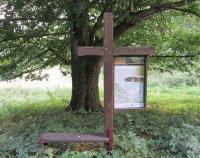Křížek připomínající zaniklou obec Kamenné