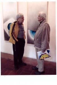 11.května 2009 - diskuse s nukleárním fyzikem Dr.Grygarem v ambitu kláštera PMS na vernisáži výstavy manželů Bílkových