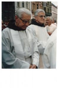 kolem r.2000 - s P.Stanislavem Juříkem, který byl 14 let vězněn na základě procesu Juřík a spol