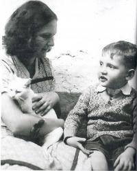 M. Stingl s maminkou, 1934