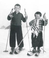 1938 se sestrou Hevikou