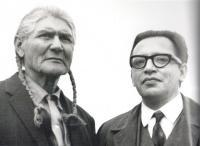 M. Stingl s náčelníkem indiánského puebla Taos v Novém Mwxiku