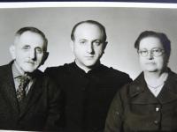 V. Zeman s rodičmi