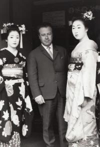 Otto s gejšami v Tokyu, 1968