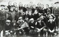 In the last class of Jewish school in Topoľčany before her departure to Nováky