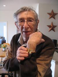 Harry Feinberg with a watch commemorating the 4th armored division, New Jersey 2008