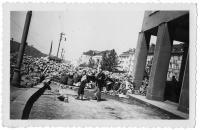 Barikáda v Praze - Dejvicích, květen 1945