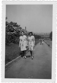 Sestry Eška a Ali, 1942