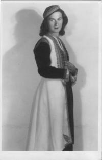 Manželka Libuše v černohorském národním kroji, červen 1946