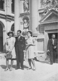 Se sestrami, Praha 1942