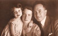S maminkou Elisabeth, roz. Adlerovou, a otcem Hanušem Polachem, 1932