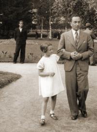 Dita Krausová s tatínkem, 1937