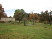 Ruiny hospodářství rodiny Ammichtů v zaniklé obci Zastávka