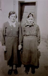 Bittnerová s dcerou v Hřibové (rodačky)