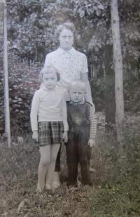 Elisabet Klamertová se svými dětmi