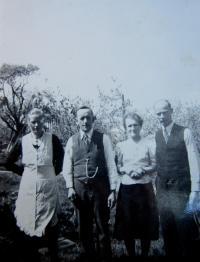 Rodiče se strýc s tetou Rittnerovi v Hřibové (strýc padl ve wehrmachtu)