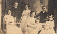 Matčina rodina Kabourkova, 1913