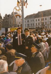 Jaroslav Piskáček s pplk. Robertem Matulou, květen 1995