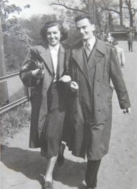 S manželkou v pražské Zoo r.1953
