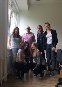 Žákyně z projektu Příběhy našich sousedů s Gabrielem Szászem