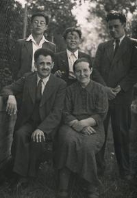 Václav (16), Jan (14), Pavel (20), otec, matka