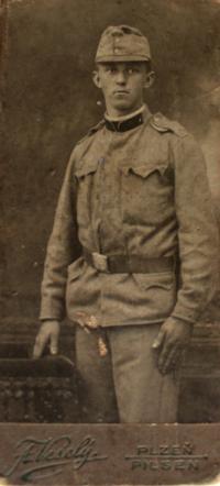 Vlastin otec, který se na statek přiženil roku 1927; Plzeň, za 1. světové války