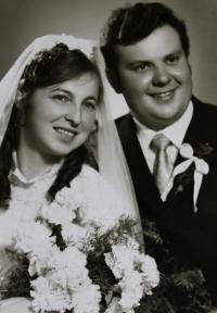 Svatební fotografie nejstaršího syna Karla; jižní Čechy, 70. léta