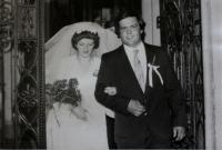 Svatební fotografie nejmladšího syna Tomáše; jižní Čechy, 70. léta