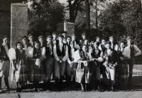 Chodská družina, v níž působili Vlastini strýcové, vystupovali po celé ČSR; nelokalizováno, po 2. světové válce