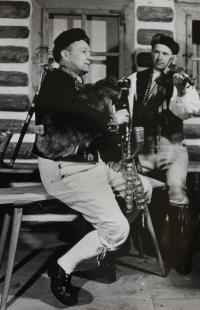 Vlastini strýcové, členové Chodské družiny, Rudolf Svačina hrál na dudy, Šimon Mráz na housle; nelokalizováno, po 2. světové válce