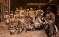 Parta obsluhující mlátičku; Úboč č. p. 5 - hospodářství pamětnice, před rokem 1918