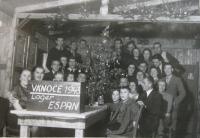 Vánoce 1943 v lágru (Josef Hittman vedle stromku)