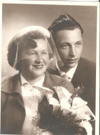 Svatební fotografie Oskar Dub a Marie Krejsová r.1950