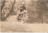 Oskar Dub na Jawě 250 tzv. Pérák r.1953