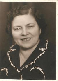 Julie Dubová, rozená Mederová, matka O.Duba