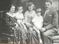 Rodina Coufalových na začátku 30. let