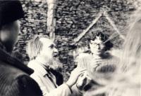 Alexandr Vondra ve společnosti básníka a filosofa Egona Bondyho