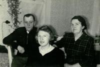 Ludmila s tatínkem Antonínem a maminkou Boženou, Vánoce 1960