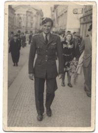 Chejstovský po návratu z Anglie, 1945