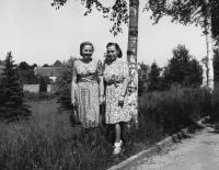 On a stroll with a workmate, 1948