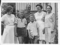 With friends in Sezimovo Ústí on 3.8.1968. Františka Jeřábková (on the right) with her sons, next to her Hana Benešová´s personal maid Vilma Kulhánková, driver Kotýnek and cook Marie Kytková