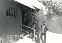 """Zimní """"salesiánská chaloupka"""" vTiché u Frenštátu, 1981"""