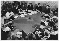 Schůze u kulatého stolu, klubovna na Janáčkově nábřeží