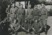 Pryluky na Ukrajině, 1945, Michal Javorčák ve vrchní řadě, první z pravé strany
