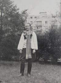 Manžel Karol Kocián v kroji