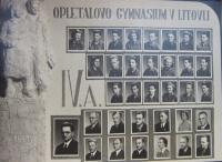 Tablo ročníku gymnázia v Litovli, který studoval Josef Freml